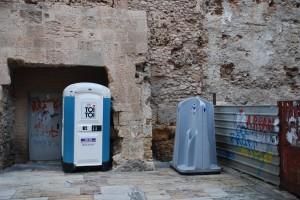 Sota la torre romana de l'Antiga Audiència al carrer Ferrers